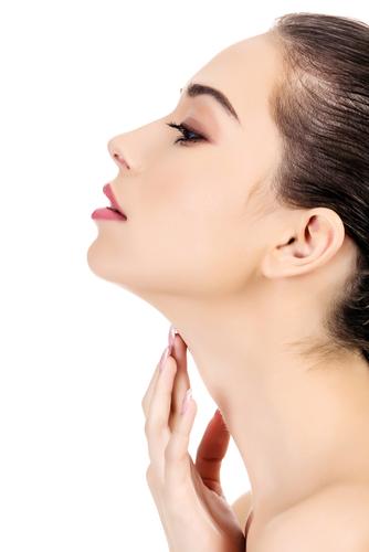 Una mujer con un cuello hermoso